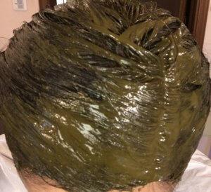 50代女性の白髪染め ラジャスタンヘナは髪と地肌に優しい ヘナ塗り終えた写真
