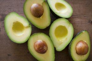 50代女性 アボカド ギネス認定 美肌効果 若返り 不飽和脂肪酸