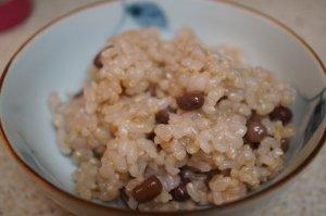 お茶碗によそった発芽玄米ご飯